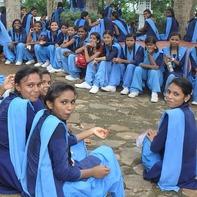 インドの女子中学生さん♪制服がキマッてます