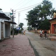 朝の日本寺への通り(ブッダガヤ)