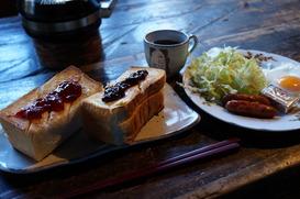 名物のトースト朝ごはん♪