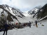 大雪渓を見ながら休憩