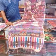 質の良いパシュミナやカシミア、絹織物がたくさん(ブッダガヤ)