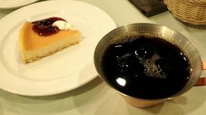 水出しアイスコーヒーとチーズケーキ