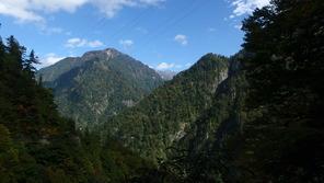 白馬岳と旭岳が中央奥にうっすらと!