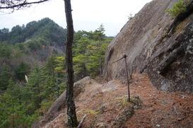 天狗岩の横の登山道