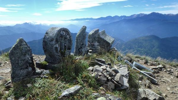 雨飾山の山頂から北アルプス方面