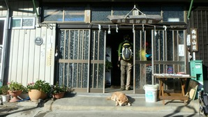 のどかな両神山荘さんの玄関