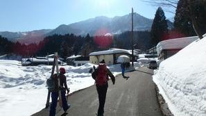 小谷村の大網(おあみ)集落から入山