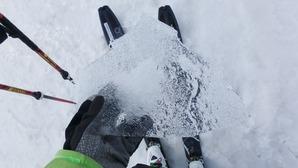 雪面に薄氷が張ってました
