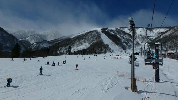 にぎわう白馬五竜スキー場