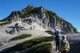 燕岳山頂への登山道