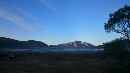 尾瀬ヶ原の朝霧と至仏山