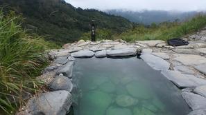 蓮華温泉ロッジの女性優先の露天風呂「薬師の湯」