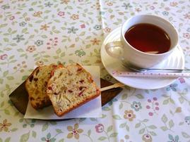 麦草ヒュッテのコケモモパウンドケーキと紅茶♪