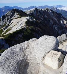 燕岳山頂から北燕方向を望む
