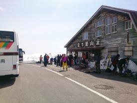 路線バスで位ヶ原山荘に到着