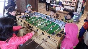 エスカルプラザ内でサッカーゲーム