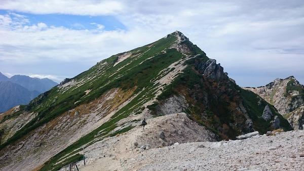 ヘリポートから見た唐松岳の山頂