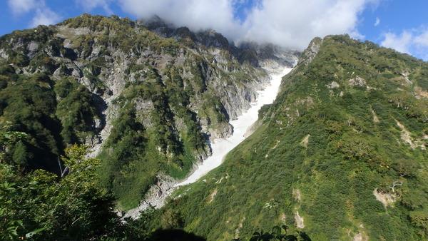 仙人新道から三ノ窓雪渓の眺め