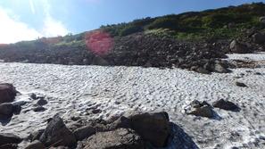 白馬乗鞍の大斜面に残った雪