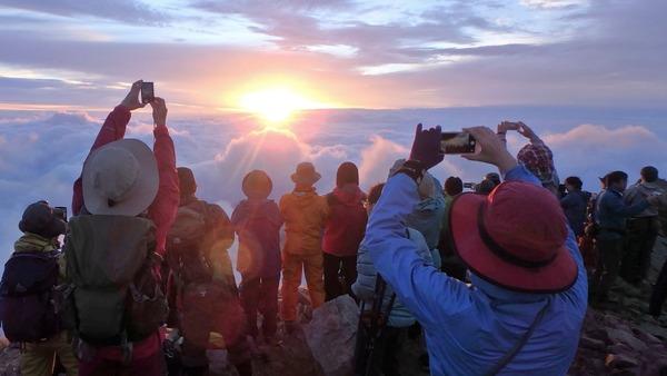 唐松岳山頂からのご来光(写真は5:08ころ)