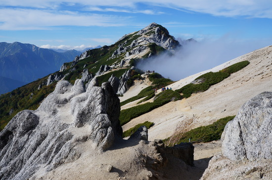 稜線からの燕岳山頂