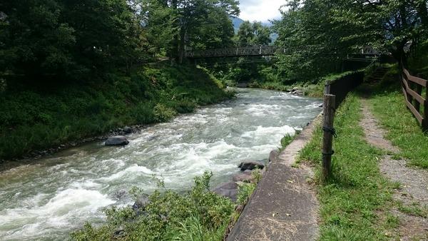 大出の吊橋と水が引いた姫川