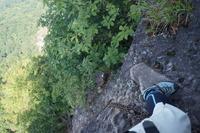 「鷹戻しの頭」への登りは高度感抜群!