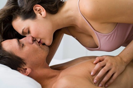 Couples-Kissing-love-35106726-660-440