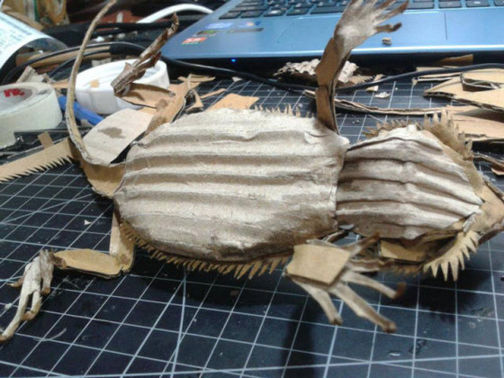 lifelike_bearded_dragon_made_out_of_cardboard_640_15