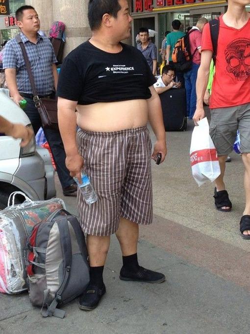 """男性のファッショントレンドは""""腹だし"""" 「北京ビキニ」なるものが流行っている件(写真あり)"""