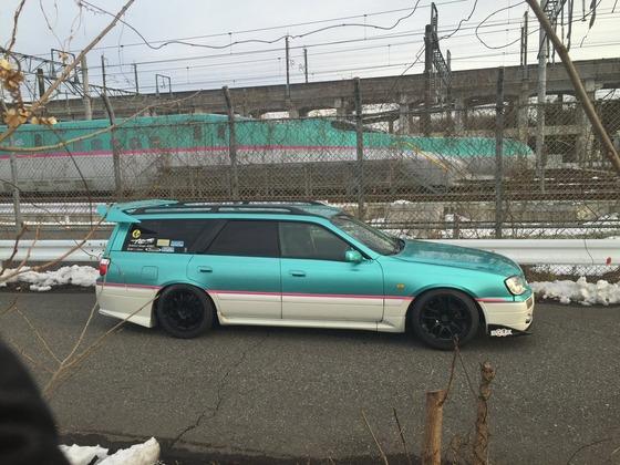 【悲報】まんさん「彼氏の車が新幹線だった。死ぬほど惨めで恥ずかしい思いをした。」