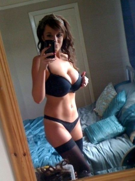 sexy_selfies_are_womens_gifts_to_men_640_43