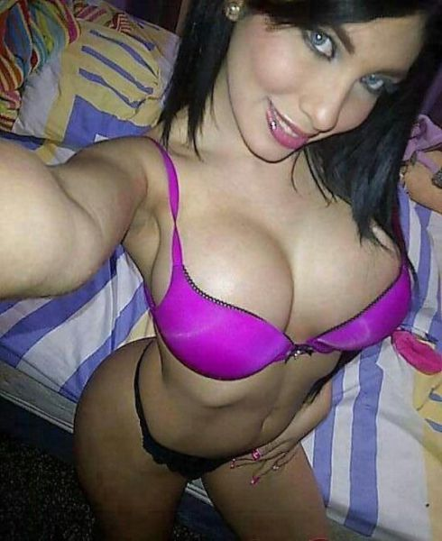 sexy_selfies_are_womens_gifts_to_men_640_41
