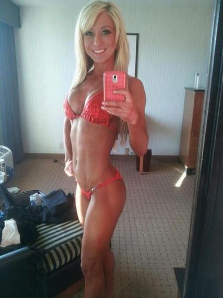 sexy_selfies_are_womens_gifts_to_men_640_09