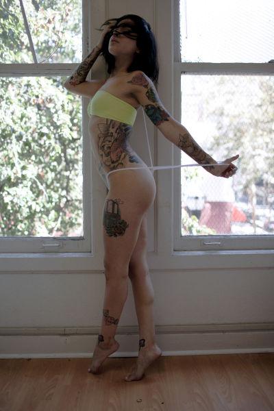 hot_and_hardcore_tattooed_girls_640_34