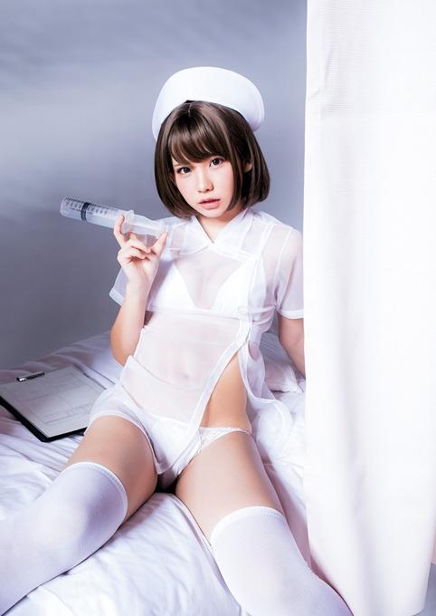 日本一のコスプレイヤーえなこ(24)、ヤングジャンプでバストが透けるナース服にセクシーすぎる探偵姿