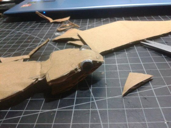 lifelike_bearded_dragon_made_out_of_cardboard_640_05