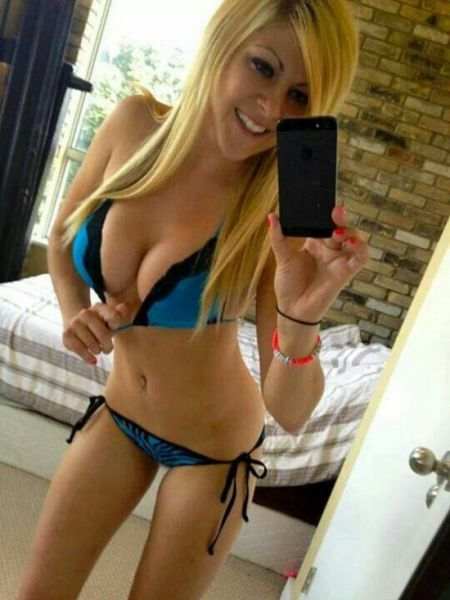 sexy_selfies_are_womens_gifts_to_men_640_04