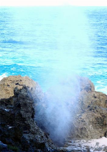 アンガウル島 潮吹き穴
