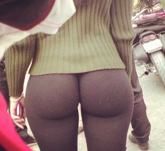 ill_say_yes_to_yoga_pants_every_time_640_23