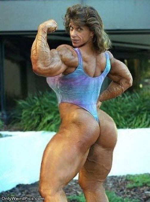 Weirdpictures-strange_Muscle_Lady