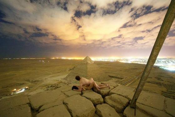 白人まんさん「ピラミッドの頂上でエッチしたらロマンチック!」←ガチの国際問題に