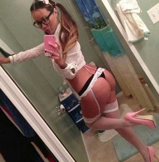 sexy_selfies_are_womens_gifts_to_men_640_05