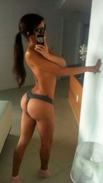 sexy_selfies_are_womens_gifts_to_men_640_28