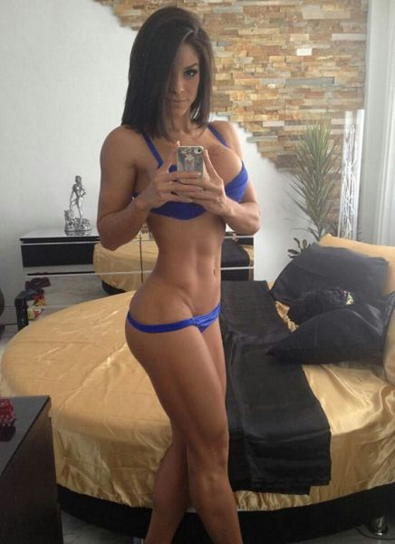 sexy_selfies_are_womens_gifts_to_men_640_17