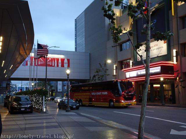 ロサンゼルス ホテル出待ち バス