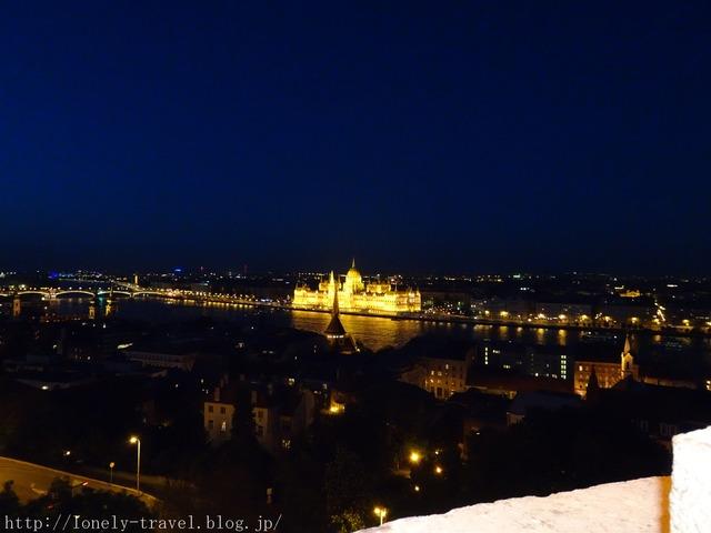 王宮の丘の夜景