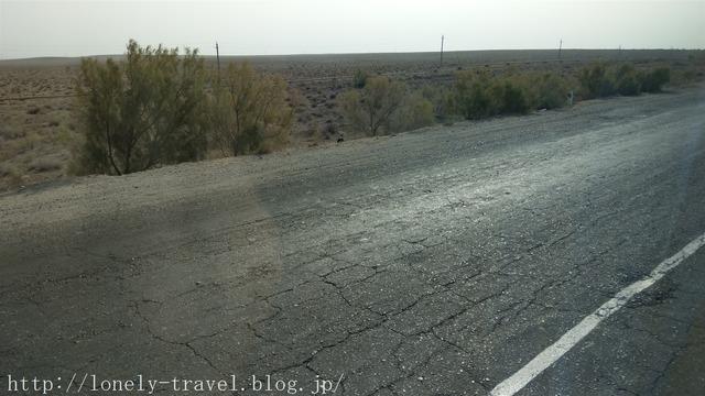 ウズベキスタンの道路