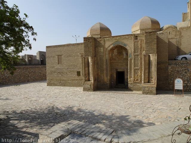 マコギ・アタリ・モスク(Magoki Attor Mosque)