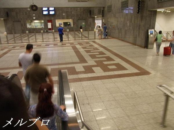 シンタグマ駅の改札